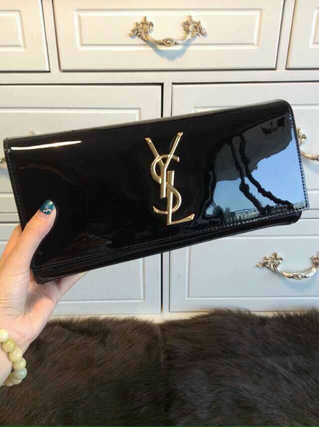 YSL 2015 Fashion Show Collection Outlet-Saint Laurent Clutch in Black Patent leather with Interlocking Metal Ysl Signature